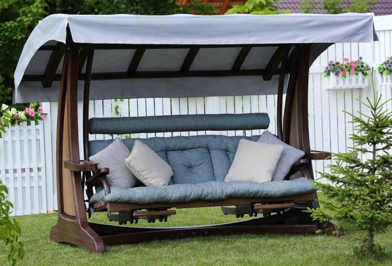 Как ухаживать за подушками для садовых качелей